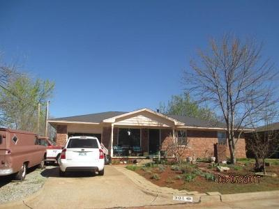 Edmond Single Family Home For Sale: 301 Reynolds Road