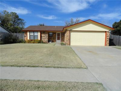 Moore Single Family Home For Sale: 1105 Whispering Oaks Boulevard