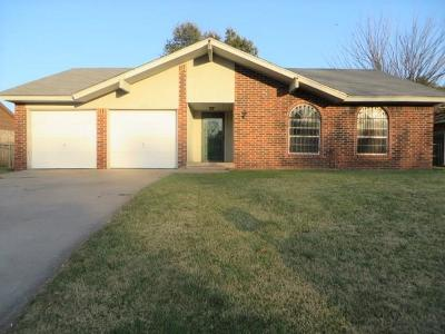 Chickasha Single Family Home For Sale: 3027 Glenwood Drive