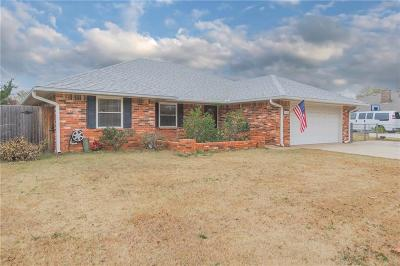 Moore Single Family Home For Sale: 1805 E Hills Drive