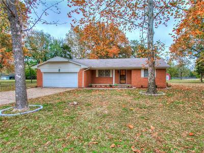 Harrah Single Family Home For Sale: 2100 Maxey Drive