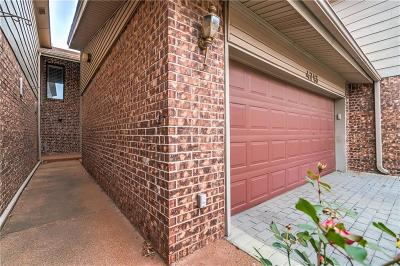 Oklahoma County Condo/Townhouse For Sale: 4713 Hemlock Circle