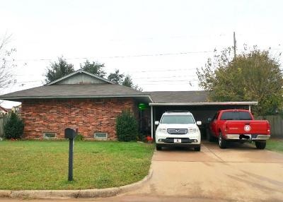 Moore Single Family Home For Sale: 708 27th Street