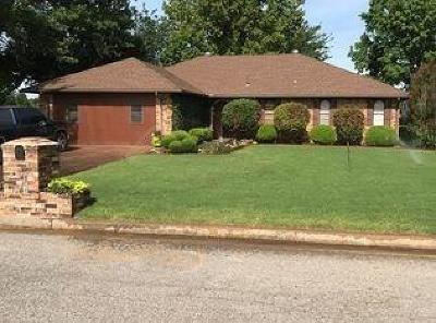 Anadarko Single Family Home For Sale: 3010 Shady