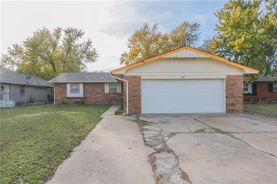 Moore Single Family Home For Sale: 813 Eagle Drive
