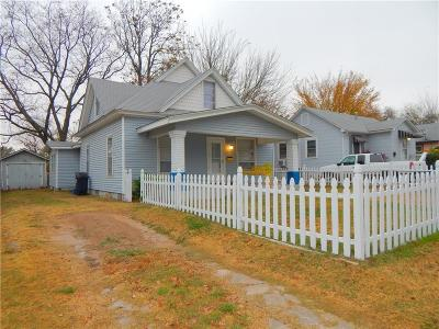 Shawnee Single Family Home For Sale: 1204 N Market Avenue