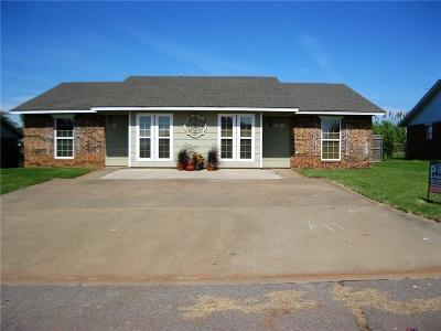 Elk City Single Family Home For Sale: 205 Coral