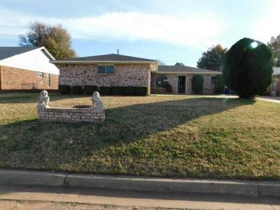 Chickasha Single Family Home For Sale: 3029 Glenwood Drive