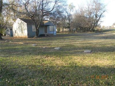 Noble Single Family Home For Sale: 418 S Highway 77