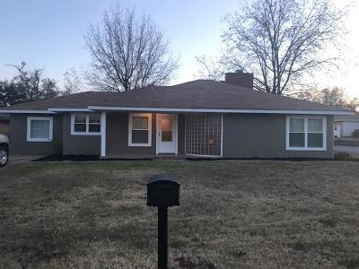 Elk City OK Single Family Home For Sale: $98,900
