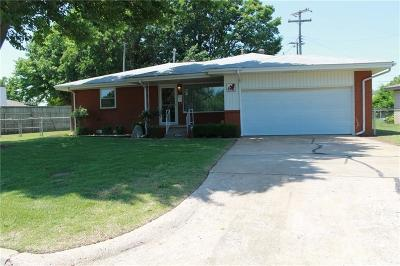Oklahoma County Single Family Home For Sale: 4344 SE 12th