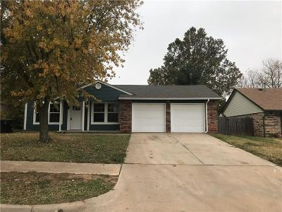 Moore Single Family Home For Sale: 617 Silver Medal