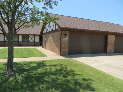 Chickasha Condo/Townhouse For Sale: 3204 Pondridge Road