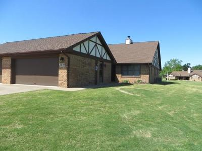 Chickasha Condo/Townhouse For Sale: 3202 Pondridge Road
