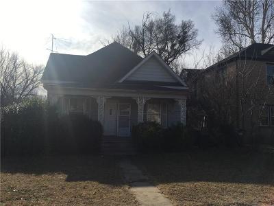 Anadarko Single Family Home For Sale: 210 W Central