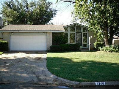 Warr Acres Single Family Home For Sale: 5700 NW 67th