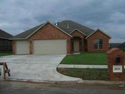 Harrah Single Family Home For Sale: 3824 Dove