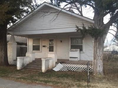 Single Family Home For Sale: 905 E Rogers Street