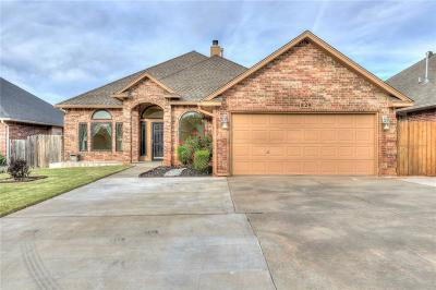 Moore Single Family Home For Sale: 829 Elm Creek Drive