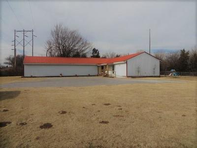 Chickasha Commercial For Sale: 2901 W Country Club Road