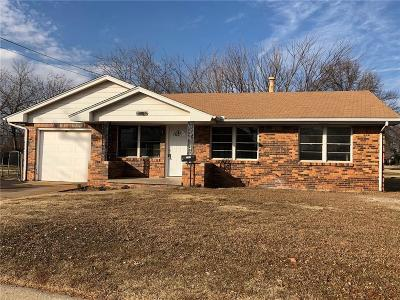 Midwest City Single Family Home For Sale: 2305 Maple Drive