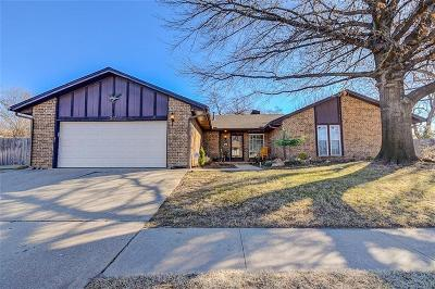 Norman Single Family Home For Sale: 317 Cherry Creek Drive