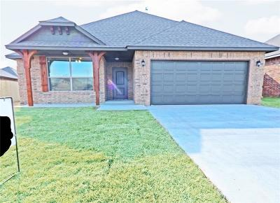 Harrah Single Family Home For Sale: 20582 Pioneer Dr