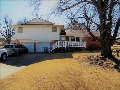 Tuttle Single Family Home For Sale: 602 E Main Street