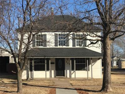 Captivating Elk City Single Family Home For Sale: 502 N Main