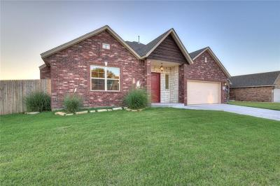 Moore Single Family Home For Sale: 833 Glenwood