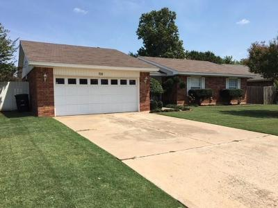 Moore Single Family Home For Sale: 705 27th