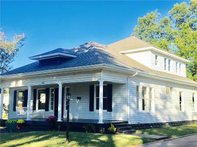 Shawnee Single Family Home For Sale: 1321 N Broadway
