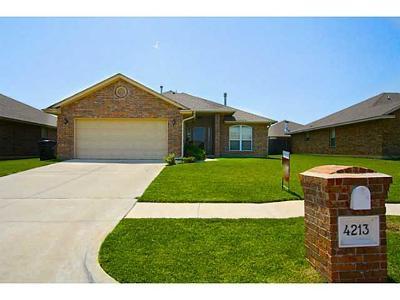 Moore Single Family Home For Sale: 4213 Kensington Drive