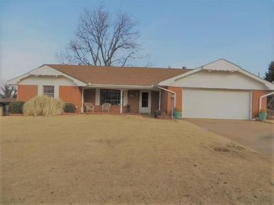 Chickasha Single Family Home For Sale: 7 Cherry Drive