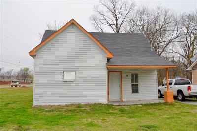 Single Family Home For Sale: 904 E Walnut