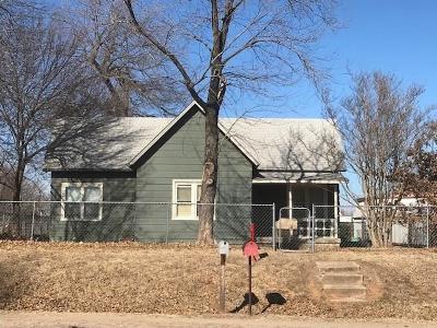 McLoud Single Family Home For Sale: 711 W Bdwy