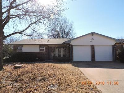 Canadian County, Oklahoma County Single Family Home For Sale: 112 W Campbell Drive