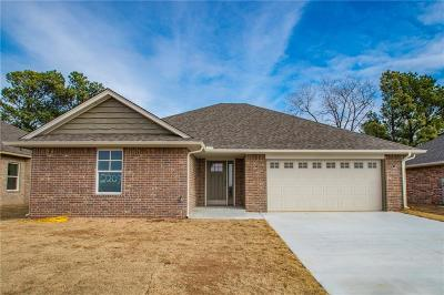 Shawnee Single Family Home For Sale: 2209 Bent Tree Drive