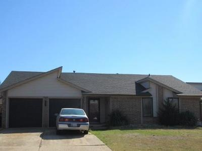 Edmond Single Family Home For Sale: 2604 Redwood