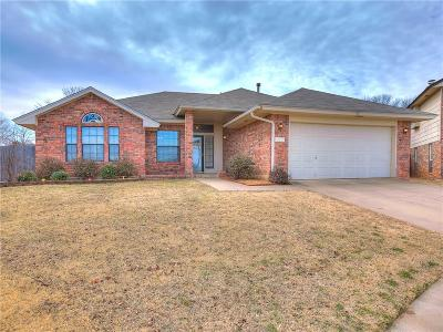 Norman Single Family Home For Sale: 300 Pine Cove Court