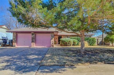 Moore Single Family Home For Sale: 612 N Bouziden Place