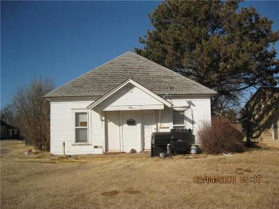 Elk City Single Family Home For Sale: 421 W A Avenue