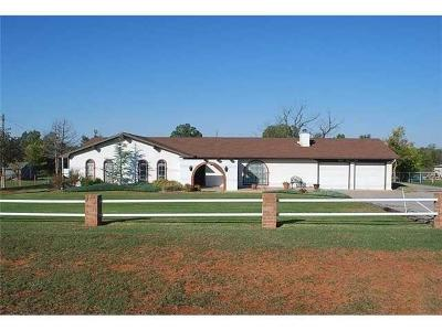 Newcastle Single Family Home For Sale: 501 S Highway 76