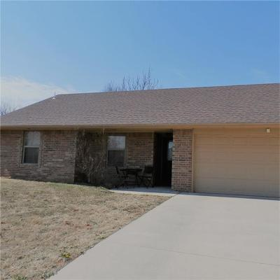 Chickasha OK Single Family Home For Sale: $110,000