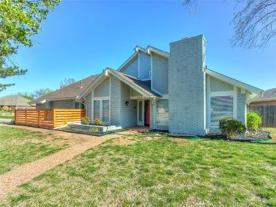 Warr Acres Single Family Home For Sale: 6005 W Lake Front
