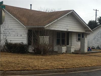 Elk City Single Family Home For Sale: 320 N Howard