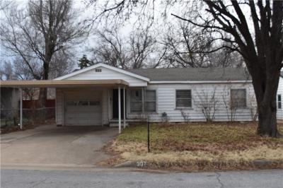 Anadarko Single Family Home For Sale: 307 W Colorado