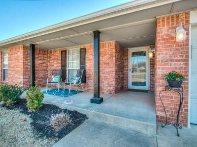 Norman Single Family Home For Sale: 2300 Alex Plaza