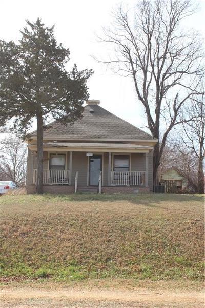 Guthrie Single Family Home For Sale: 1719 E Oklahoma Avenue