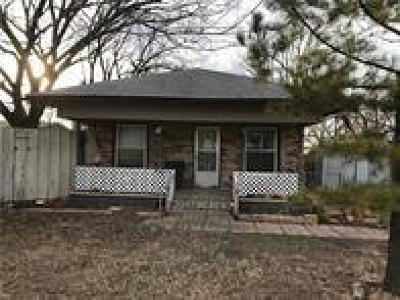 Moore Single Family Home For Sale: 2833 Hillcrest